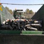 La Guardia Civil ha detenido a dos personas por seis delitos cometidos en explotaciones agrícolas