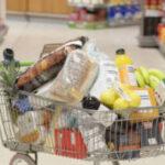 Cada español gasta una media 2.525 euros al año en comida y bebida