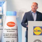 Lidl presume de leche fresca: doble certificado de pastoreo y de bienestar animal